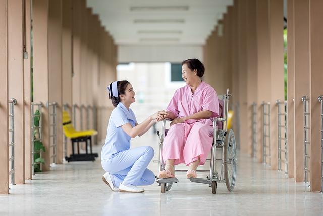 介護職、車椅子、患者、利用者