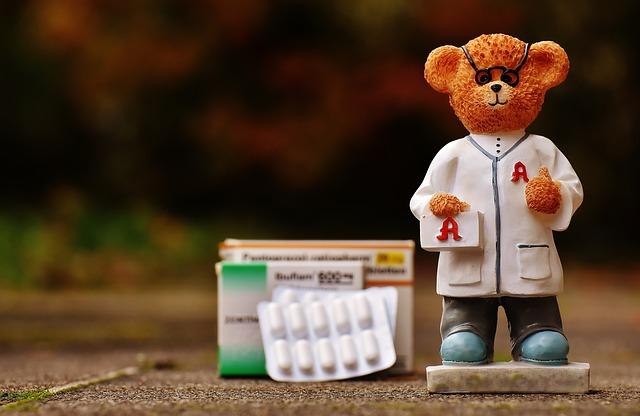 薬剤師、薬、錠剤、クマの人形