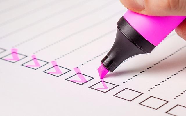 チェックリスト、一覧表、蛍光ペン
