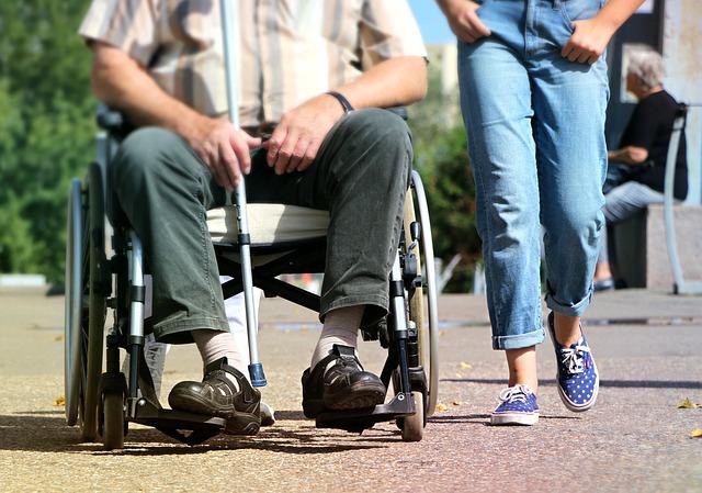 介護、車椅子、介護休業