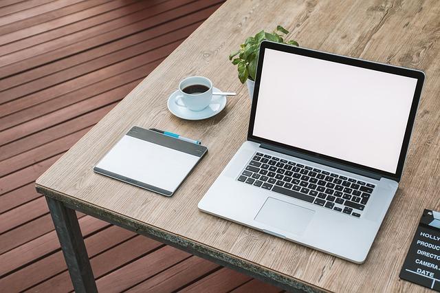 ノートパソコン、デスク、ビジネス