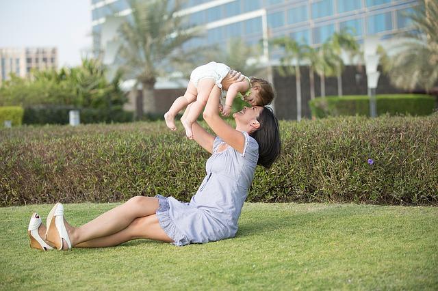 赤ちゃん、子ども、ママ、公園、子育て