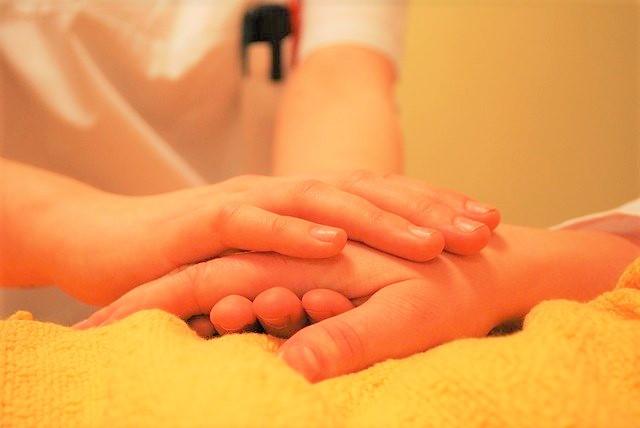 訪問看護、介護、手をにぎる